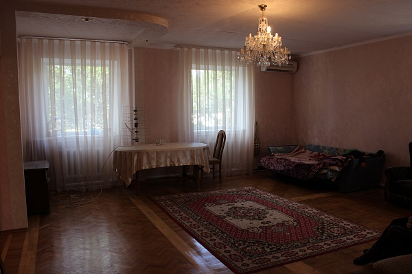 Дом  посуточно в Днепропетровске. Октябрьский район, пр-т Гагарина, 7. Фото 1