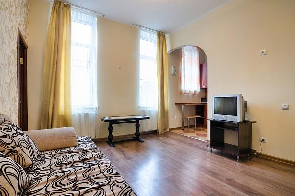 2-комнатная квартира посуточно в Львове. Галицкий район, ул. Князя Романа, 26. Фото 1