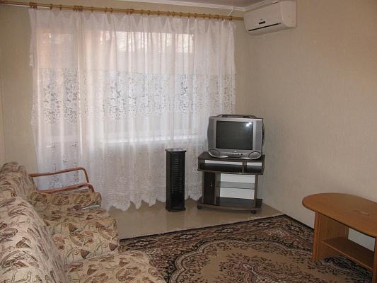 1-комнатная квартира посуточно в Ильичёвске. ул. Парковая, 10. Фото 1