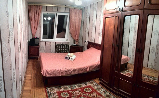 2-комнатная квартира посуточно в Днепропетровске. Кировский район, ул. Планетная, 1а. Фото 1