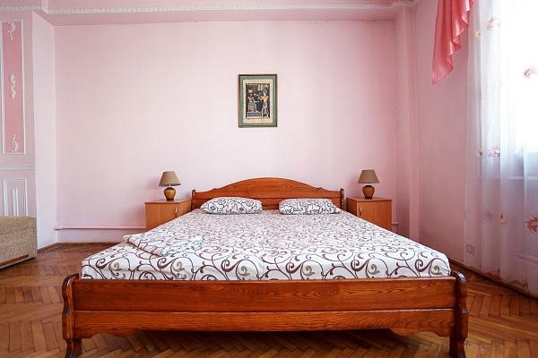 2-комнатная квартира посуточно в Львове. Галицкий район, ул. Краковская, 16. Фото 1