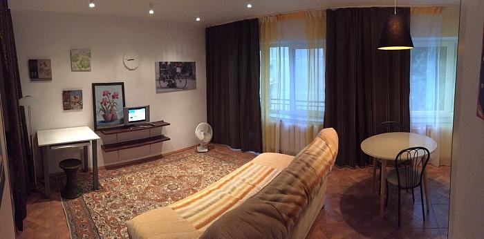 1-комнатная квартира посуточно в Ивано-Франковске. ул. Княгинин, 6. Фото 1