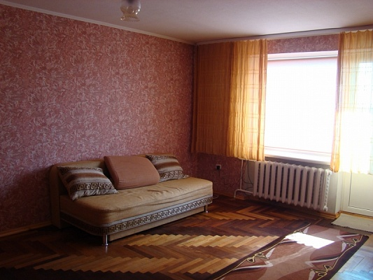 1-комнатная квартира посуточно в Ковеле. ул. Независимости, 108. Фото 1