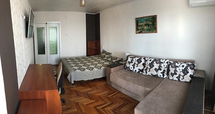 1-комнатная квартира посуточно в Мелитополе. ул.Свердлова , 43. Фото 1