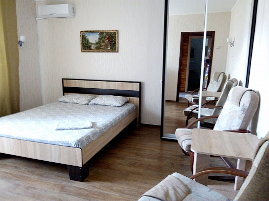 1-комнатная квартира посуточно в Херсоне. Суворовский район, ул. Будённого, 12А. Фото 1