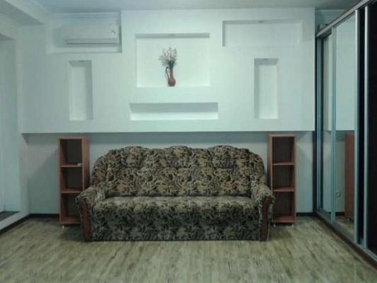 1-комнатная квартира посуточно в Киеве. Святошинский район, ул. Клавдиевская, 40а. Фото 1