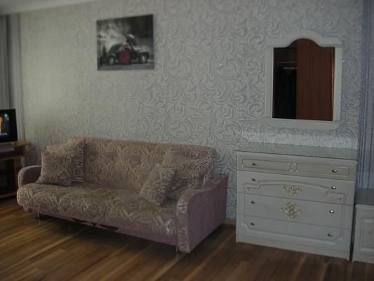 2-комнатная квартира посуточно в Ровно. Пр Мира, 9. Фото 1