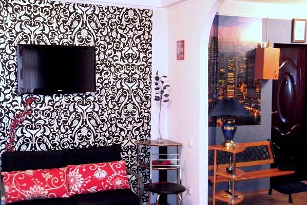 1-комнатная квартира посуточно в Запорожье. Жовтневый район, ул. Украинская, 32. Фото 1