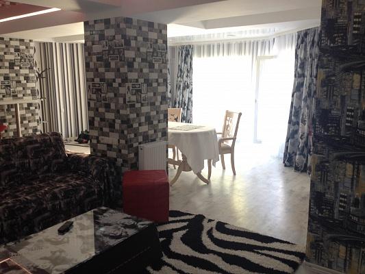 2-комнатная квартира посуточно в Одессе. Приморский район, ул. Базарная, 33. Фото 1