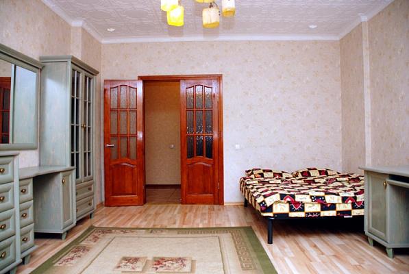 2-комнатная квартира посуточно в Киеве. Шевченковский район, ул. Крещатик, 4. Фото 1