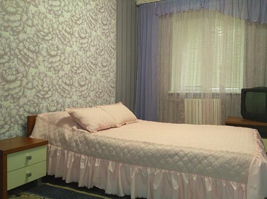 2-комнатная квартира посуточно в Днепропетровске. Бабушкинский район, пр-т Б.Хмельницкого (ул. Героев Сталинграда), 91. Фото 1
