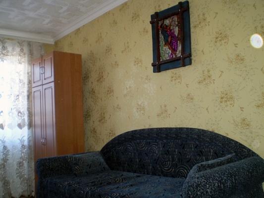 2-комнатная квартира посуточно в Мариуполе. Центральный район, пр-т Металлургов, 43. Фото 1