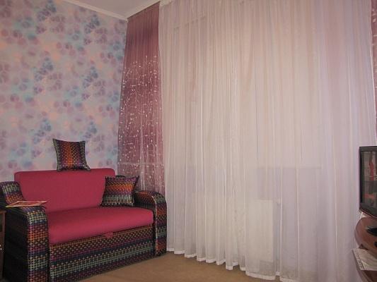 1-комнатная квартира посуточно в Чернигове. Новозаводской район, ул. 1й Гвардейской Армии, 39 а. Фото 1