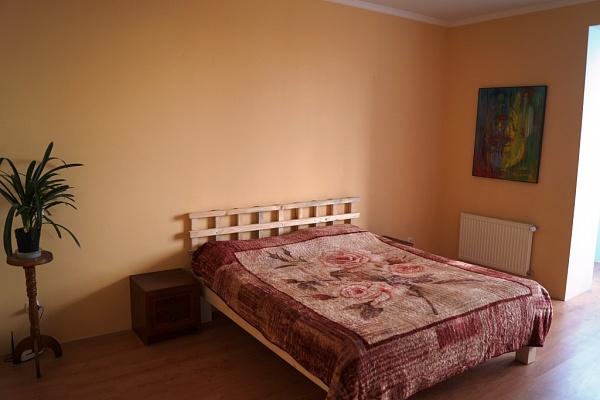3-комнатная квартира посуточно в Каменце-Подольском. ул. Зарванская, 16. Фото 1