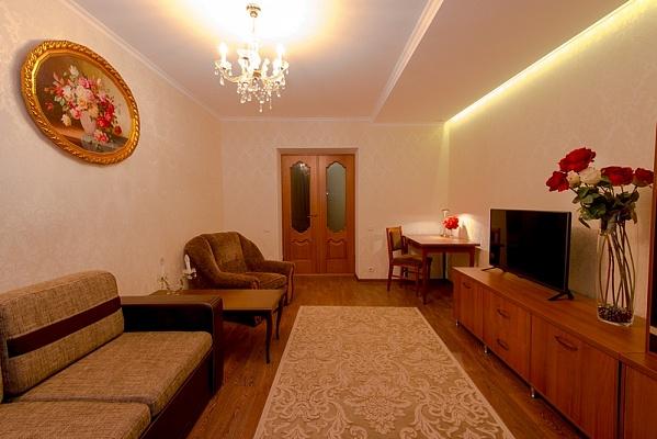 2-комнатная квартира посуточно в Херсоне. Днепровский район, пл. Свободы, 2. Фото 1