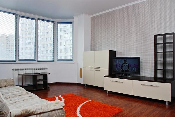 1-комнатная квартира посуточно в Киеве. Дарницкий район, пр-т Бажана, 14. Фото 1