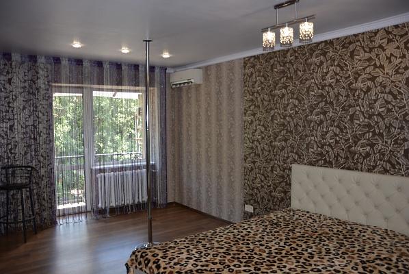 1-комнатная квартира посуточно в Днепропетровске. Красногвардейский район, пр-т Б. Хмельницкого, 32. Фото 1