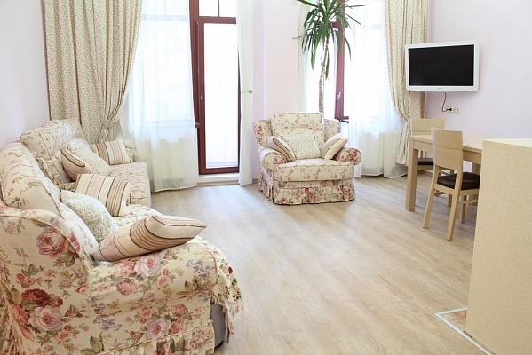 2-комнатная квартира посуточно в Одессе. Приморский район, ул. Генуезская, 36. Фото 1