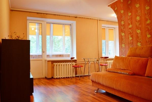 2-комнатная квартира посуточно в Киеве. Днепровский район, ул. Чудновского, 8. Фото 1