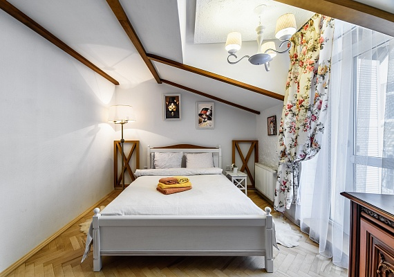 2-комнатная квартира посуточно в Львове. Галицкий район, пр-т Свободы, 3\9. Фото 1