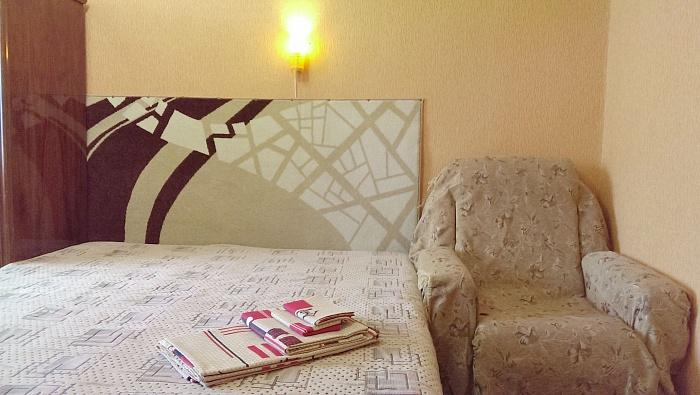 2-комнатная квартира посуточно в Хмельницком. ул. Водопроводная, 45. Фото 1
