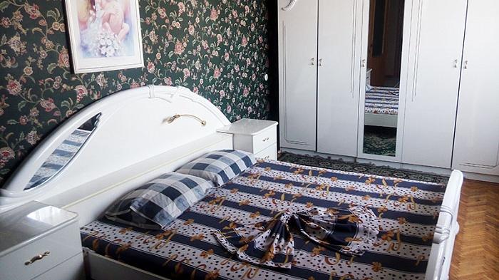 3-комнатная квартира посуточно в Киеве. Печерский район, б-р Леси Украинки, 36б. Фото 1