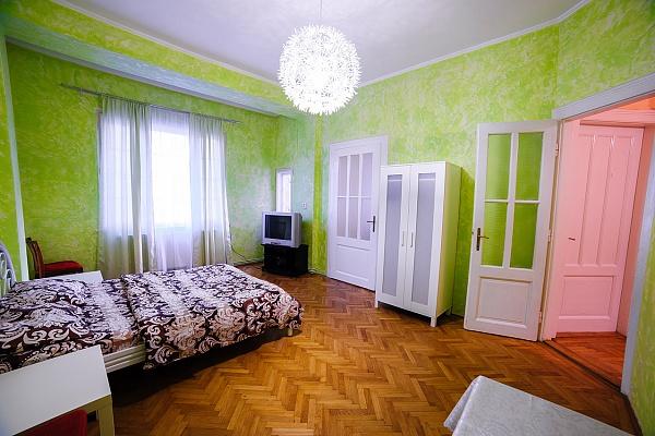 2-комнатная квартира посуточно в Ужгороде. ул. Корзо, 25. Фото 1
