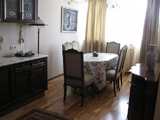 2-комнатная квартира посуточно в Киеве. Соломенский район, ул. Гетьмана, 1а. Фото 1