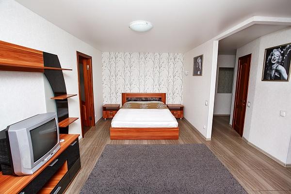 2-комнатная квартира посуточно в Чернигове. Новозаводской район, пр-т Победы, 12. Фото 1
