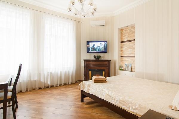 1-комнатная квартира посуточно в Одессе. Приморский район, ул. Софиевская, 9. Фото 1
