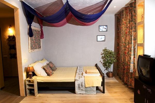 1-комнатная квартира посуточно в Днепропетровске. Индустриальный район, ул. Богдана Хмельницкого, 25. Фото 1