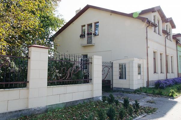 Дом  посуточно в Львове. Лычаковский район, ул. Б. Хмельницкого, 164. Фото 1