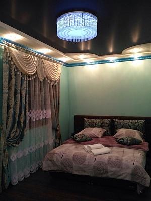2-комнатная квартира посуточно в Ужгороде. ул. Закарпатская, 42. Фото 1