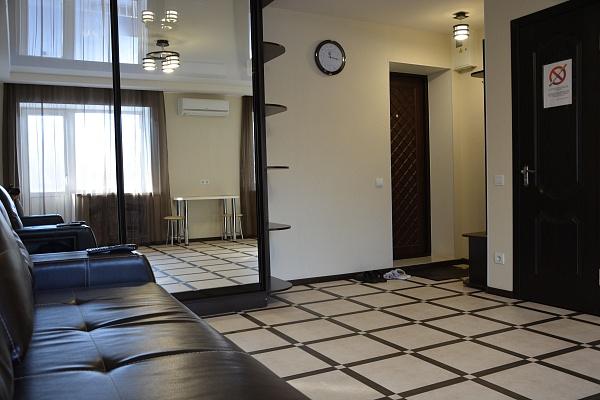 1-комнатная квартира посуточно в Днепропетровске. Октябрьский район, ул. Гоголя, 19. Фото 1