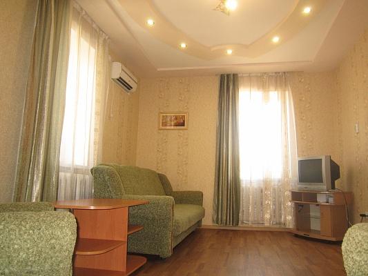 2-комнатная квартира посуточно в Артемовске. ул. Независимости (Советская), 37. Фото 1