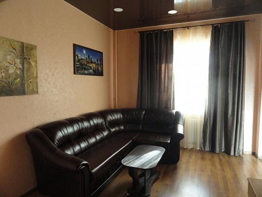 2-комнатная квартира посуточно в Днепропетровске. Кировский район, пр-т Д. Яворницкого, 90. Фото 1