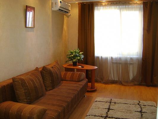 2-комнатная квартира посуточно в Мариуполе. ул. Николаевская, 82. Фото 1