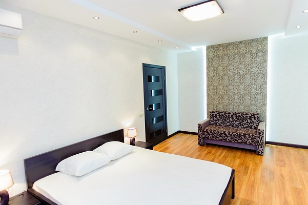 1-комнатная квартира посуточно в Черкассах. ул. Гагарина, 23. Фото 1