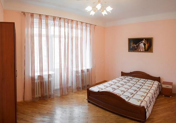 2-комнатная квартира посуточно в Львове. Галицкий район, ул. Дорошенко, 45. Фото 1