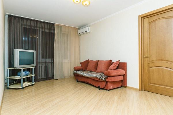 2-комнатная квартира посуточно в Киеве. Оболонский район, ул. Мате Залки, 3А. Фото 1