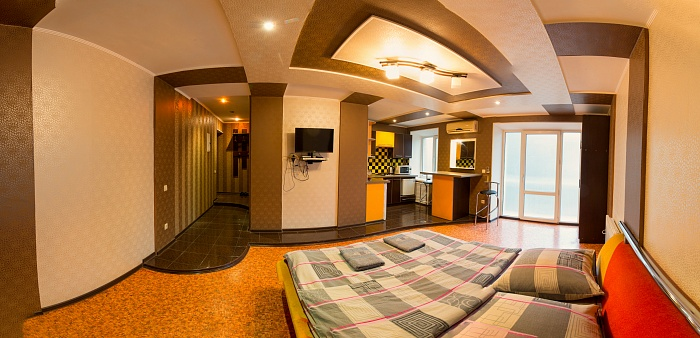 2-комнатная квартира посуточно в Херсоне. Днепровский район, пл. Свободы, 8. Фото 1