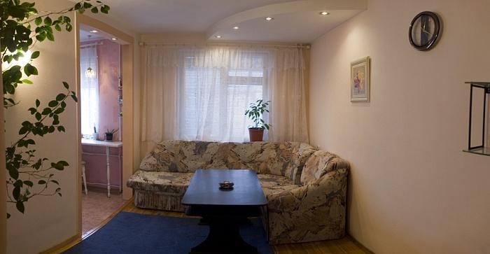 2-комнатная квартира посуточно в Чернигове. Деснянский район, ул. Родимцева, 7. Фото 1