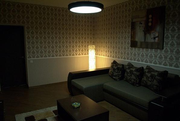 2-комнатная квартира посуточно в Запорожье. Орджоникидзевский район, ул. Лермонтова, 2. Фото 1