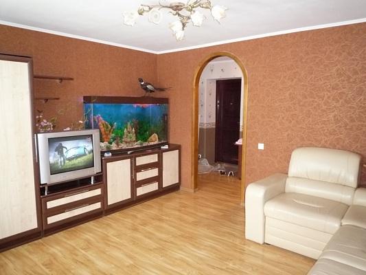 2-комнатная квартира посуточно в Черкассах. ул. Крещатик, 200. Фото 1