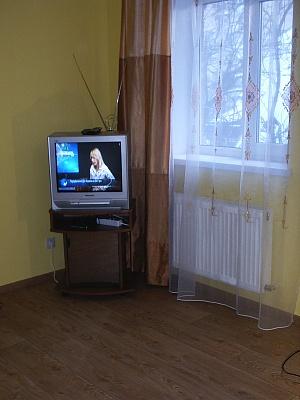 1-комнатная квартира посуточно в Киеве. Святошинский район, Александровская, 15. Фото 1