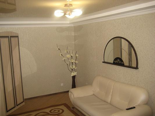 1-комнатная квартира посуточно в Артемовске. ул. Артема, 40. Фото 1