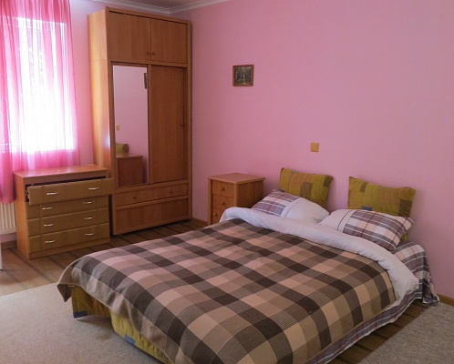 1-комнатная квартира посуточно в Ялте. ул. Чехова, 19 а. Фото 1
