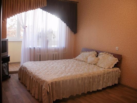 1-комнатная квартира посуточно в Симферополе. Киевский район, пр-т Победы, 54. Фото 1