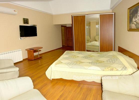 2-комнатная квартира посуточно в Трускавце. ул. Суховоля, 9. Фото 1