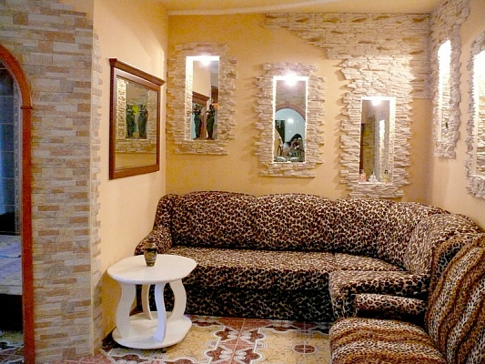 4-комнатная квартира посуточно в Херсоне. Суворовский район, пр-т Ушакова, 73. Фото 1